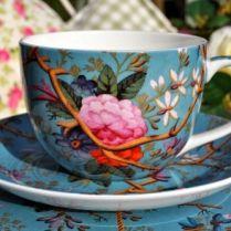 A čajový hrnek s podšálkem...