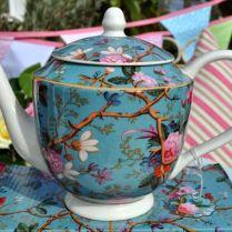 K tomu modrá konvice na čaj ;-)