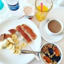 Tradiční snídaně mámy a kluků