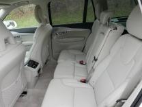 Zadní řada se sklopnými a posuvnými sedačkami