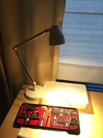 Pracovní lampa s LED žárovkou v mojí pracovně